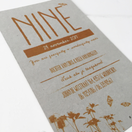 Geboortekaart met label Nine grijsboard
