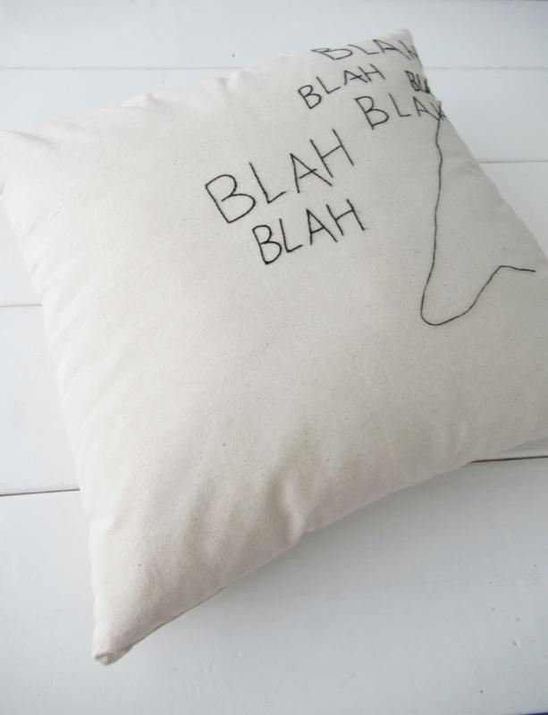 *NIEUW* Kussen stitched art Lemonwise- blah blah blah