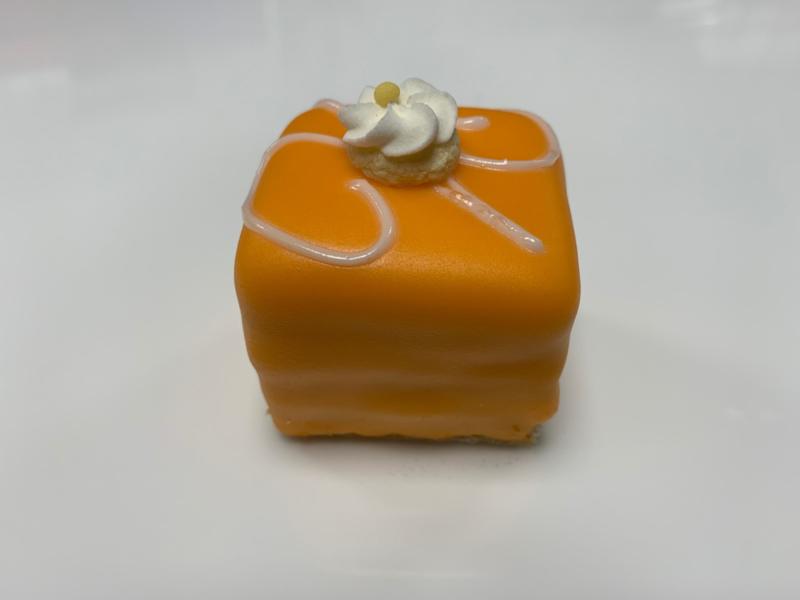 Oranje glazuur Petit Four