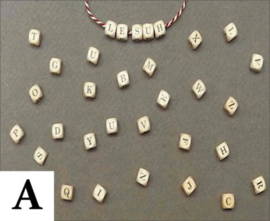 Houten letterdobbelsteen 10 mm (Keuze van A t/m Z)