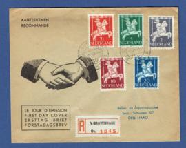 Cover met kindserie 1946 van 's GRAVENHAGE. Lokaal verzonden. Aangetekend.