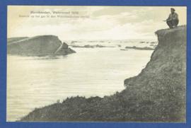 MONNIKENDAM, Watersnood 1916. Gezicht op het gat in den Waterlandschen zeedijk. Ongelopen kaart.