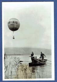 Romantic balloonlanding on a lake. Oranjevereniging Gorinchem. Balloonclub THE HAGUE.