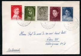 Cover met serie kinderzegels 1957 met kortebalkstempel `s GRAVENHAGE naar Oostenrijk.