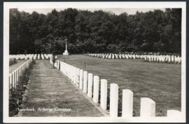 OOSTERBEEK, Airborne Cemetery. Gelopen kaart.