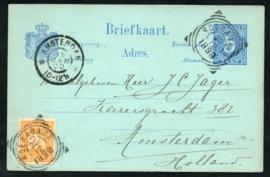 G - Briefkaart met bijfrankering met vierkantstempel SOERABAJA naar AMSTERDAM.