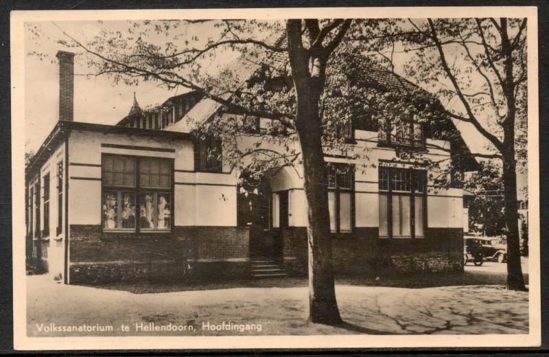 HELLENDOORN, Volkssanatorium te Hellendoorn, Hoofdingang. Gelopen kaart.