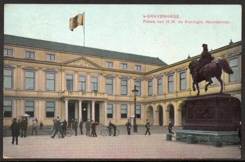 's GRAVENHAGE, Paleis van H.M. de Koningin, Noordeinde. Gelopen kaart.