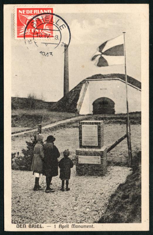 DEN BRIEL, 1 April Monument. Ongelopen kaart, wel gefrankeerd.