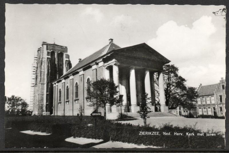 ZIERIKZEE, Ned. Herv. kerk met toren. Ongelopen kaart.
