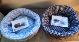 mandje in twee kleuren Blauw-wit kittens