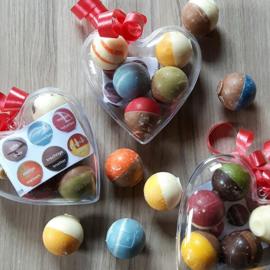 Chocolade Bikkels assorti à 5 stuks (Plexi hart 8 cm)
