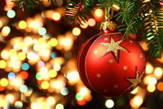 Kerstbal in kerstboom