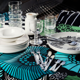 Marimekko afneembaar tafelkleed van de rol Siirtolapuutarha groen, blauw, turquoise, wit, zwart in eenheden van 50 cm