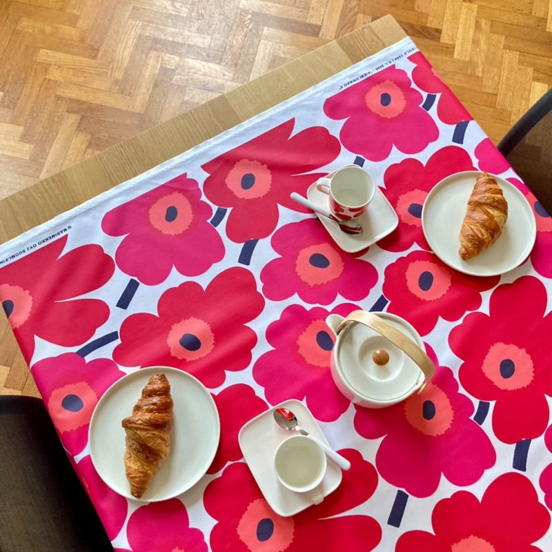 Marimekko afneembaar tafelkleed Pieni Unikko2 Rood 1,40 breed per eenheid van 50 cm