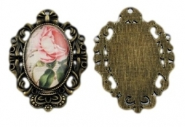 Miss Doris | Flower Photo Pendant Oval Frame