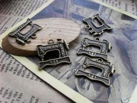 C25/2 Hanger Charm - Singer naaimachine - brons 25 stuks