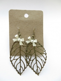 Miss Doris - home made earrings Leaf WHITE