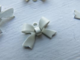A13/1 Bowknot connector 15x10mm OFFWHITE (10pc)