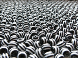 D31/1  Resin BLACK&WHITE round bead 10mm (25pcs)
