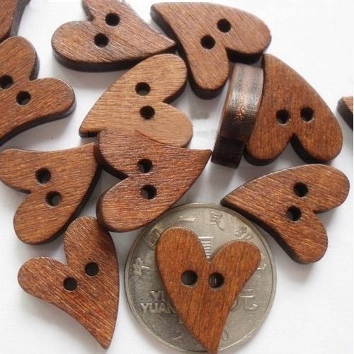 LOVE   Heart Wood buttons  20mm 25 stuks B06/3