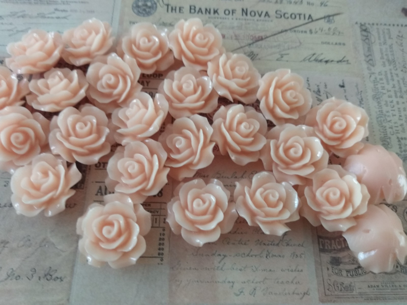 REZA   resin flower bead   18mm   ABRIKOOS 25 stuks C12