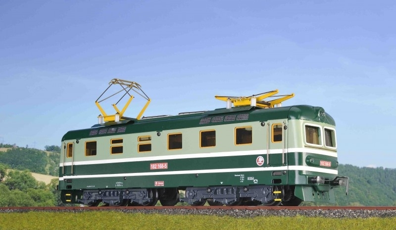 9138 E locomotive CSD series 182