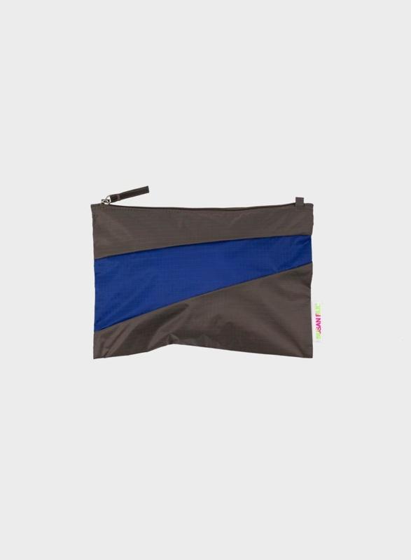 Pouch Warm Grey & Electric Blue - M