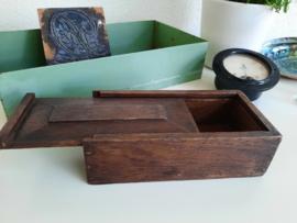 Antiek houten doosje met schuifdeksel