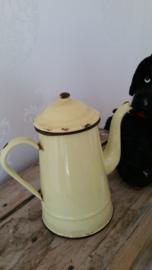 Geel emaillen koffiepot