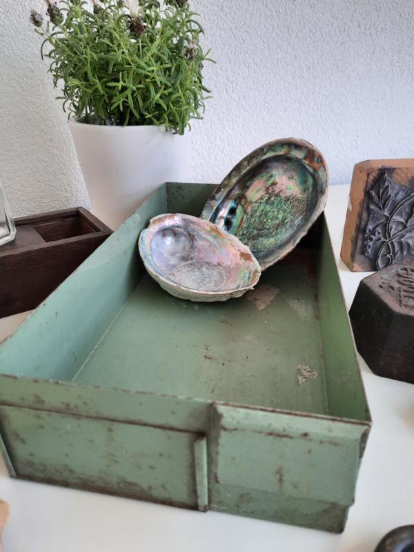 Groen metalen bakje
