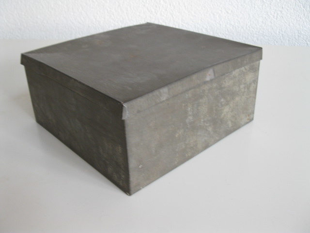 Vierkant vertind blik met deksel