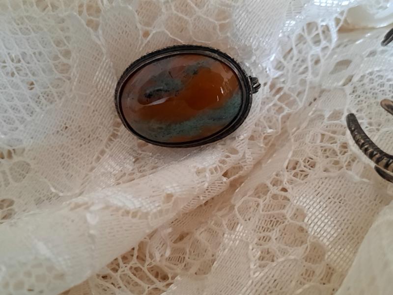 Ovalen broche rode mosagaat
