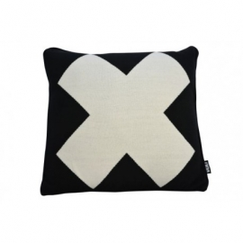 Zwart kussen met wit X