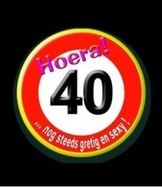 Button 40 jaar verkeersbord