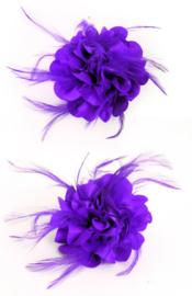 Bloem op speld met veertjes paars