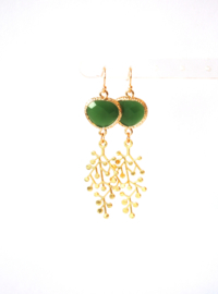 Oorbellen met crystal groen en hanger goldplated ⭥ 6 cm