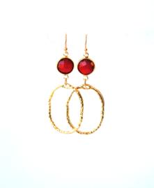 Oorbellen met crystal rood en hanger goldplated