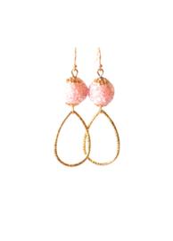 Oorbellen bohemian roze/goud met druppel klein