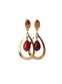 Oorbellen met rode crystalparel en oud goud
