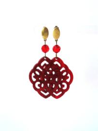 Oorbellen met swarovski crystal  rood en hanger resin rood