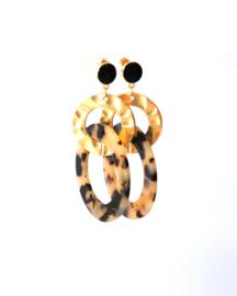 Oorbellen leopard print crème/black, zwarte oorsteker en goldplated, gouden ring