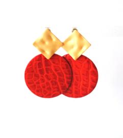 Oorbellen met hanger rood leer  en oorsteker goldplated