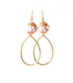 Oorbellen bohemian roze/goud druppel middelgroot