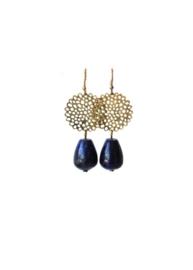 Oorbellen met filigrain en lapis lazuli druppel