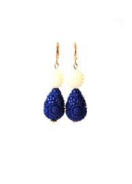 Oorbellen met parels en carved stone blauw