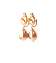 Oorbellen met oorsteker bloem en schelp parel champagne