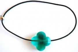 armband met elastiek en klavertje 4 groen