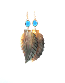 Oorbellen met crystal blauw en schelp blad
