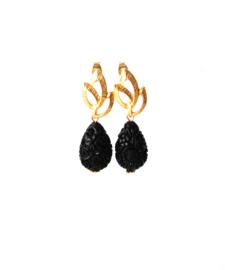 Oorbellen met oorsteker goldplated en carved stone zwart